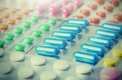 Grande numero medico delle pillole Immagini per l'industria farmaceutica Il concetto di medicina fotografia stock libera da diritti