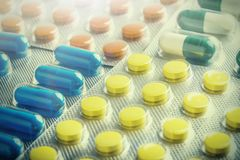 Grande numero medico delle pillole Immagini per l'industria farmaceutica Il concetto di medicina immagini stock