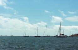 Grande nuoto della barca su un lago michigan Fotografia Stock Libera da Diritti