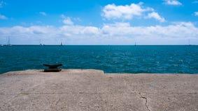 Grande nuoto della barca su un lago michigan Fotografie Stock