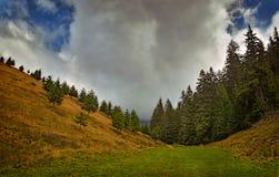 Grande nuvola e la valle Fotografia Stock Libera da Diritti