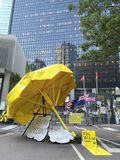 Grande ombrello giallo - rivoluzione dell'ombrello a Ministero della marina, Hong Kong Immagine Stock Libera da Diritti