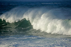 Grande onda di rottura fotografie stock