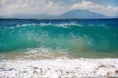 Grande onde dans l'océan photos stock
