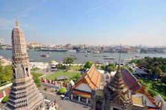 Grande opinião Chao Phraya River no templo de Banguecoque de Wat Arun Foto de Stock