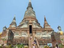 Grande pagoda in tempio di Wat Yaichaimongkol fotografie stock libere da diritti
