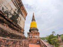 Grande pagoda a Wat Yai Chaimongkol Chaimongkhon, si Ayutthaya, Tailandia di Phra Nakhon Bello della città storica a buddismo fotografia stock libera da diritti