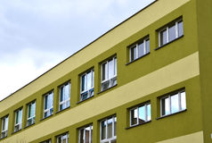 Grande palazzina di appartamenti del condominio. Immagini Stock