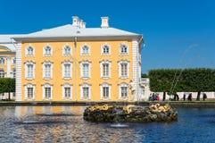 Grande palazzo di Peterhof Immagine Stock Libera da Diritti