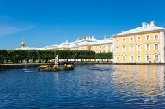 Grande palazzo di Peterhof Fotografia Stock