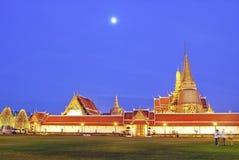 Grande palazzo di Wat del kaew crepuscolare di pra, Bangkok Fotografia Stock