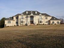 Grande palazzo suburbano fotografie stock libere da diritti