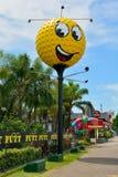 Grande palla da golf in spiaggia della sirena sulla Gold Coast del Queensland fotografia stock libera da diritti
