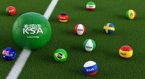 Grande pallone da calcio nei colori nazionali sauditi circondato dai più piccoli palloni da calcio in altri colori nazionali Fotografia Stock