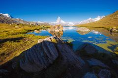 Grande panorama con il Cervino di punta famoso Posto Swis di posizione Fotografia Stock Libera da Diritti