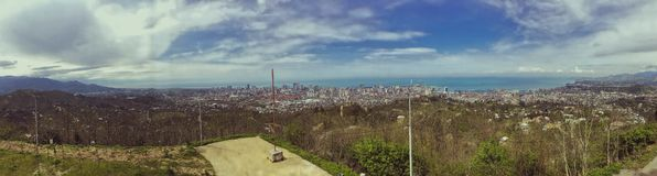 Grande panorama con una vista dall'altezza di bella citt? turistica con le costruzioni e le case, degli alberi e delle piante, na immagine stock
