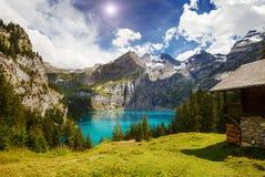 Grande panorama dello stagno azzurrato Oeschinensee Al dello svizzero di posizione Fotografie Stock Libere da Diritti
