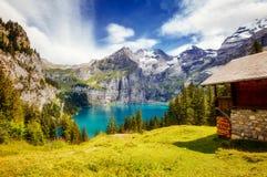 Grande panorama dello stagno azzurrato Oeschinensee Al dello svizzero di posizione Fotografia Stock