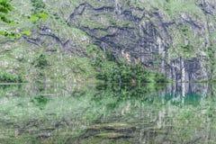 Grande panorama di estate del lago Obersee Scena verde delle alpi svizzere, posizione del villaggio di Nafels, Svizzera, Europa d Immagine Stock Libera da Diritti