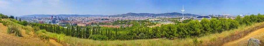 """Grande panorama opinião bonita do †de Barcelona """"da montanha de Montjuic a Fira, Sants, construções olímpicas imagens de stock"""