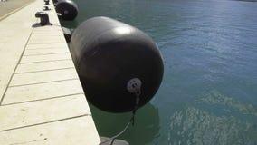 Grande para-choque da boia perto do cais no porto marítimo vídeos de arquivo