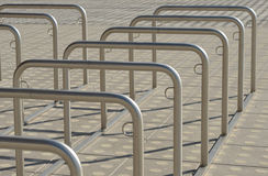 Grande parcheggio per le biciclette Fotografie Stock Libere da Diritti