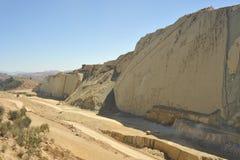 Grande parque do dinossauro, onde traços destes répteis antigos Imagem de Stock