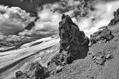 Grande pedra nas montanhas Imagens de Stock Royalty Free