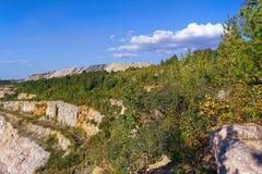 Grande pedreira velha para a dolomite que mina a vista superior fotografia de stock royalty free