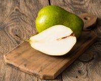 Grande pera verde fresca Fotografia de Stock Royalty Free