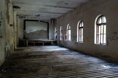 Grande pièce abandonnée image stock