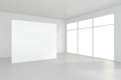 Grande pièce vide avec les panneaux d'affichage debout rendu 3d Images libres de droits