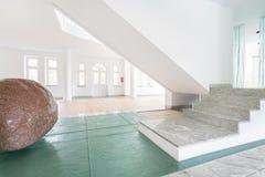Grande pierre à la maison Image libre de droits