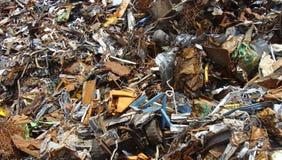 Grande pile de blocaille sur un junkyard Image stock