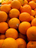 Grande pile des oranges Photos stock