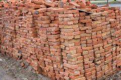 Grande pilha de tijolos vermelhos Imagens de Stock