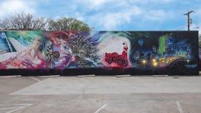 Grande pintura mural da parede por Josh Mittag em Dallas, Texas imagens de stock