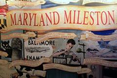Grande pintura mural na parede, descrevendo muitas invenções na cidade, museu da indústria, Maryland de Baltimore, 2017 foto de stock royalty free