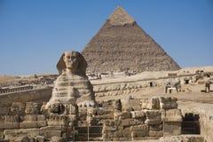 A grande pirâmide de Giza e de esfinge, o Cairo, Egito foto de stock