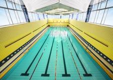 Grande piscina dell'interno Fotografia Stock Libera da Diritti