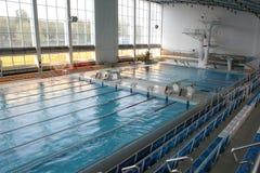 Grande piscina moderna Immagine Stock Libera da Diritti