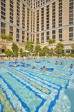Grande piscine avec des nageurs au casino de Bellagio à Las Vegas, nanovolt Images libres de droits