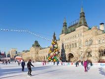 Grande pista di pattinaggio sul ghiaccio di Natale sul quadrato rosso, Russia Fotografie Stock Libere da Diritti