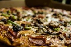Grande pizza saboroso imagem de stock royalty free