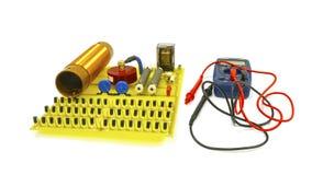 Grande placa de circuito elétrico de alta tensão com elementos de rádio Está próximo um verificador isolate fotografia de stock