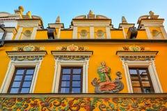 Grande place du marché, Zamosc, Pologne - septembre, 21, 2018 : Façade multicolore et dessus admirablement décorée du bâtiment hi photographie stock libre de droits