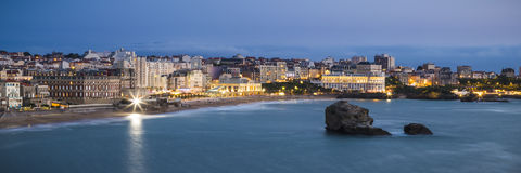 Grande plage de plage de Biarritz au crépuscule Photo libre de droits