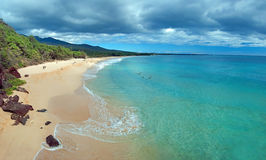 Grande plage sur l'île de Maui Hawaï Images libres de droits