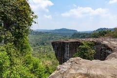 Grande plat? de pedra e a vista dela cambodia fotografia de stock