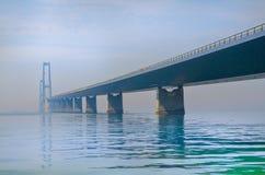 A grande ponte da correia em Dinamarca fotografia de stock